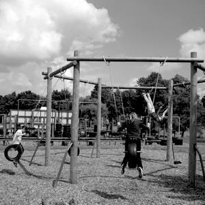 Columpios para niños y áreas de juego exterior