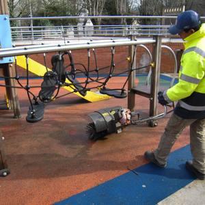 Inspección y mantenimiento de parques infantiles