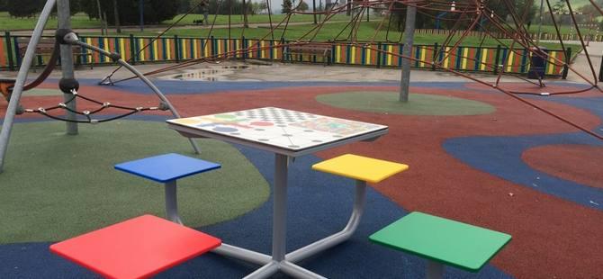 Mobiliario para parques infantiles de exterior